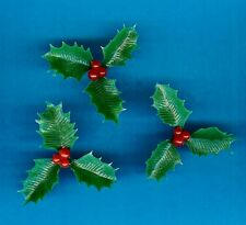 LARGE PLASTIC HOLLY (x20) CHRISTMAS CAKE DECORATION