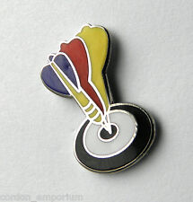 DARTS BULLSEYE SPORTS NOVELTY LAPEL PIN BADGE 3/4 INCH