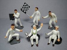 6  FIGURINES 1/43  SET 270  CORGI   DRIVERS  AND   PIT STOP    VROOM  UNPAINTED