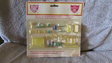IHC HO Scale Village Green Accessories - No. 922   (CA 10)