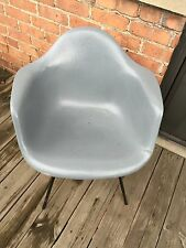 1 EAMES Zenith Plastics FIBERGLASS Arm CHAIR HERMAN MILLER w/ Hockey Pucks Xbase