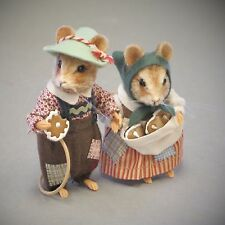 Are you looking for R John Wright Fairy Tale Mice Hansel & Gretel? Exquisite!