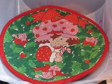Vintage Strawberry Shortcake Christmas quilted fabric wall hanging / mat 16 inch