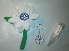 Volkswagen VW New Beetle WHITE Daisy Flower with VW Logo  1- Key Chain & 1- Vase