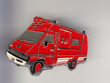 RARE PINS PIN'S .. POMPIER FIRE CAMION TRUCK AMBULANCE 1 ER SECOURS RENAULT ~BW