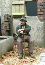 1/35 Scale Grandpa sitting on a chair - Grand-père assis sur une chaise
