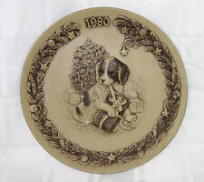 POOLE POTTERY STONEWARE CHRISTMAS PLATE 1980 - TEMPTATION PUPPY (G2680)