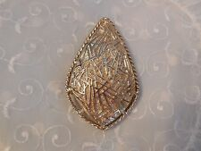 FANTASTIC VINTAGE SARAH COVENTRY LARGE PIN PENDANT SHINY & TEXTURED GOLD TONE
