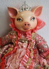 "Katherine´s Collection Schwein Ferkel Puppe ""Bella Rose"" Rosen Kleid Krone 35cm"