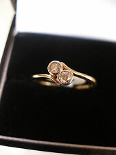 LADYS 18 CARAT GOLD DIAMOND SET 2 STONE CROSSOVER RING MADE IN ENGLAND LOVELY