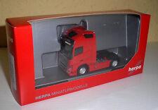 Volvo FH 16 Globetrotter XL Zugmaschine, rot in 1:87 von Herpa 303620-002