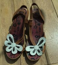 FLY OF LONDON TAN LEATHER FLOWER DETAIL SANDALS/SIZE 5/38/GREAT CONDITION/USED