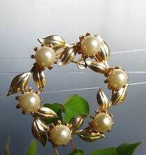Gold plated leaves Faux Pearl wreath great condition BROOCH