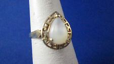 10 K Yellow Gold Mother of Pearl  Ring size 6.5