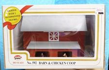 MODEL POWER HO NO.592 BARN & CHICKEN COOP- LIGHTED W/ 2 PAINTED FIGURES -4E