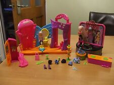 Polly Pocket DANCE 'N GROOVE discoteca. STADIO PASSERELLA accessori e due bambole