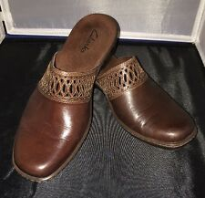 Womens CLARKS Slip on Mules Cut Out Detail Brown 8M Leather Upper SHOES 88020