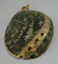 A LOVELY PENDANT MADE FROM A SHELL WITH SOME GOLD PAINTING ON IT
