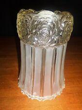 Une ancienne  tulipe de lampe en  verre  dépoli  , style art déco