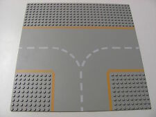 LEGO 608P03 @@ Baseplate, Road 32 x 32 9-Stud T Intersection (x1) @@ GREY GRIS