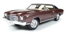 Auto World 1:18 1971 Chevrolet Monte Carlo Die Cast Car AMM1055