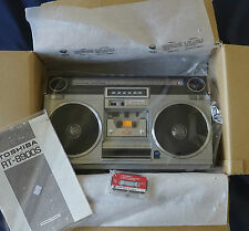 NEW TOSHIBA rt-8900s bombeat 15 mqjs searher RADIO CASSETTE Boombox Ghetto Blaster