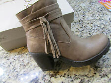 NEW BORN B.O.C ALICUDI TAUPE ANKLE BOOTS WOMENS 10 Z25517 BOOTIES W/ TASSEL