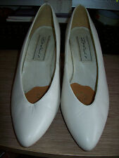 Dolcis Cream Leather Court Shoes - Size 6.5