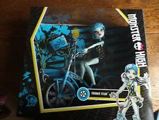 Monster High - Boltin' Bicycle Frankie Stein - Doll & Vehicle - Childs Toy - 6+