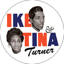 CHAPA/BADGE IKE & TINA TURNER . pin button soul r&b little richard aretha frankl