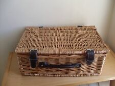 1 x Light Weight Wicker Picnic/Hamper Basket Super Condition, Ideal for Xmas
