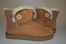 UGG Women's Mini Bailey Button Chestnut Size US 9     3252