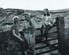 Fiona Fullerton and Mark Lester UNSIGNED photo - 2385 - Run Wild, Run Free