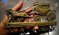 Ancien Porte Clé en Laiton à pendre Dilligence Coach Mail aux 2 chevaux ( cheval
