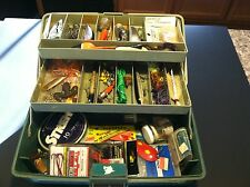 OLD VINTAGE SPORTFISHER FISHING TACKLE BOX FULL OF OLD ASSORTMENT OF LURES GEAR
