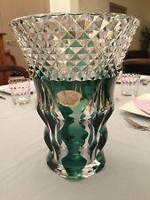 VAL SAINT LAMBERT - Imposant vase taillé et doublé vert émeraude