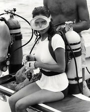 JACQUELINE BISSET THE DEEP 8X10 PHOTO WET WHITE T-SHIRT SCUBA DIVING GEAR SEXY