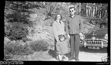 Portrait famille voiture ancienne Simca - ancien négatif photo an. 1950