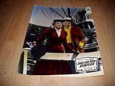 Kinophoto: Land der 1000 Abenteuer  Pärchen hoch mit John Wayne+Capucine  Nr.21