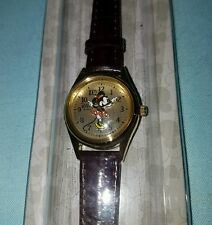 DISNEY PARKS Minnie Mouse WATCH hands move leather band gold tone women's NEW