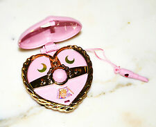 Pretty Guardian Sailor Moon Gashapon transformation heart brooch compact