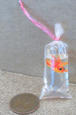 1:12 One Chinese Goldfish In A Polythene Bag Dolls House Miniature Accessory C