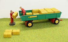Scalextric figures loading hay bales (A205) on farm trailer - 1:32 scale scenery