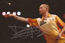 DARTS: GEERT DE VOS 'FOXY' SIGNED 6x4 ACTION PHOTO+COA