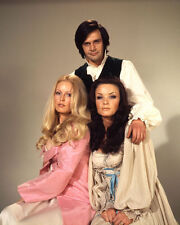 VERONICA CARLSON, RALPH BATES & KATE O'MARA UNSIGNED PHOTO - 4076