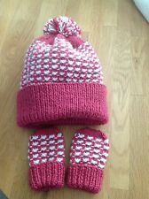 Hand knitted hat & mittens set. To fit 12 -18 Months