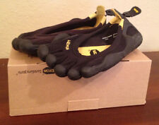 NWT Vibram FiveFingers W108 Classic Black/Black Running Shoes Womens 36