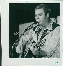 1976 Hoyt Axton Sings and Plays Guitar Original News Service Photo