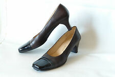 FERRAGAMO / CAP-TOE PUMP IN BROWN NAPA & BLACK PATENT / SZ: 10 4A / EXCELLENT