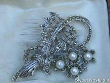DETAILED VINTAGE 50'S SILVER TONE MARCASITE & FAUX PEARL FLOWER POSY BROOCH